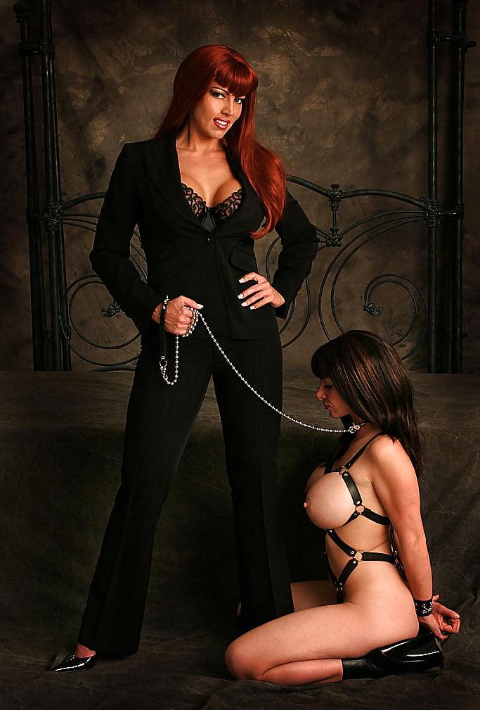 садо мазо госпожа воспитывает рабыню