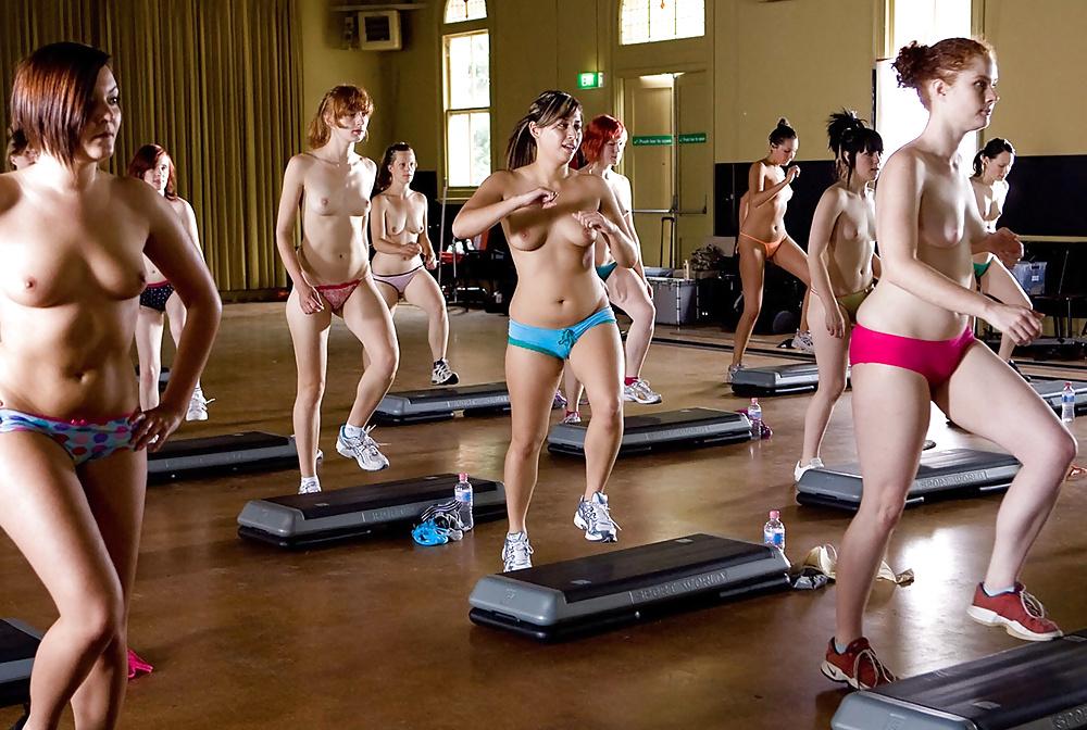 Фото голых девушек в фитнесе, порно и страпоном и членом в анал