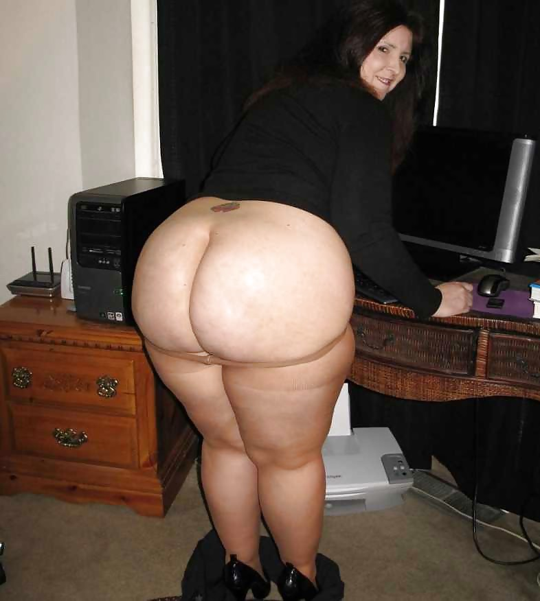 Big Booty Petite White Girl