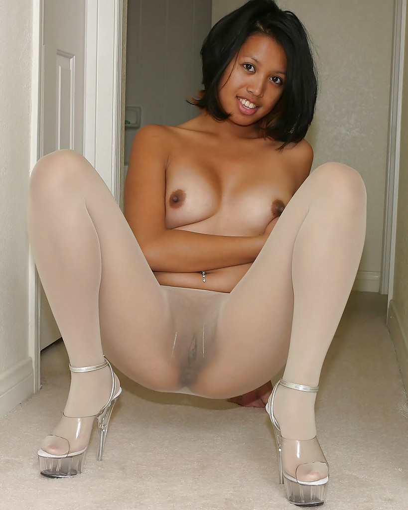 girls in seamless pantyhose