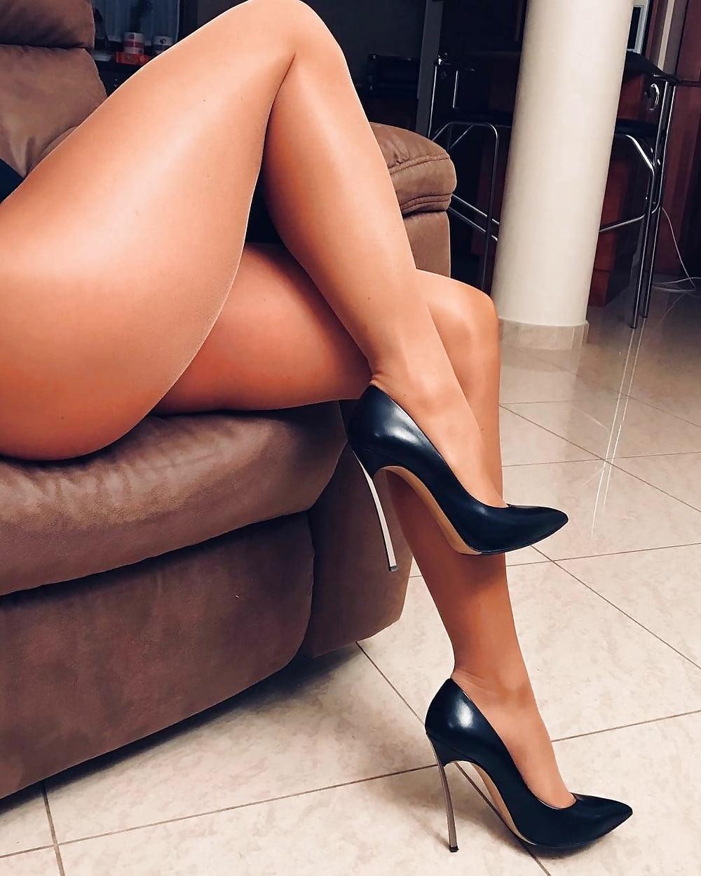 Ebony women legs pantyhose free sites lesbain