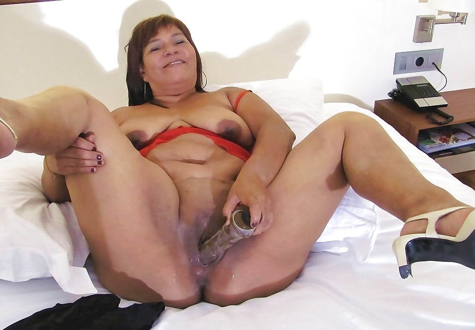 woman-mature-wet-pussy-free-solo