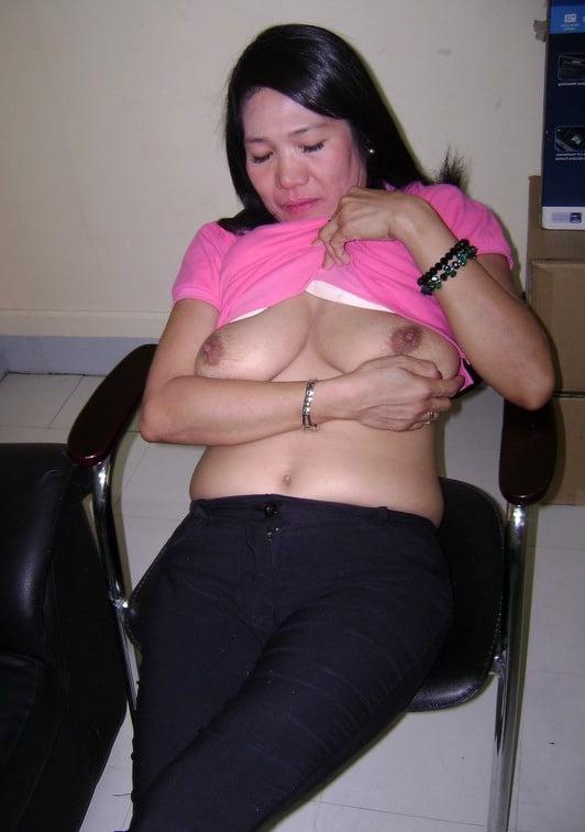 Tit queen milf - 15 Pics