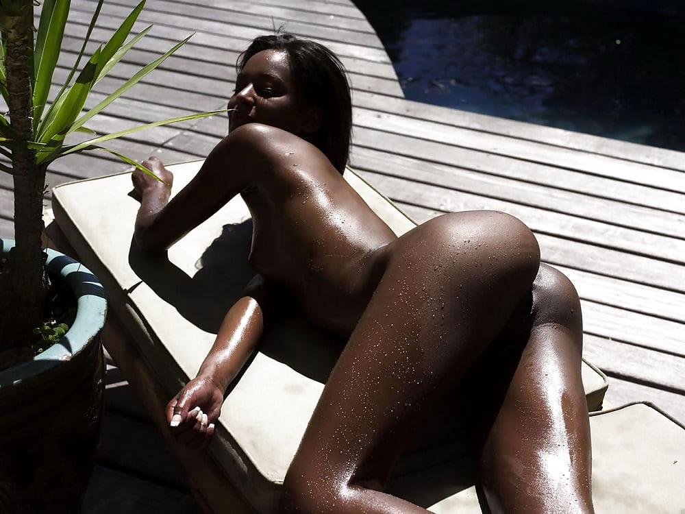 Марианна попки стройных негритянок бутылка фото