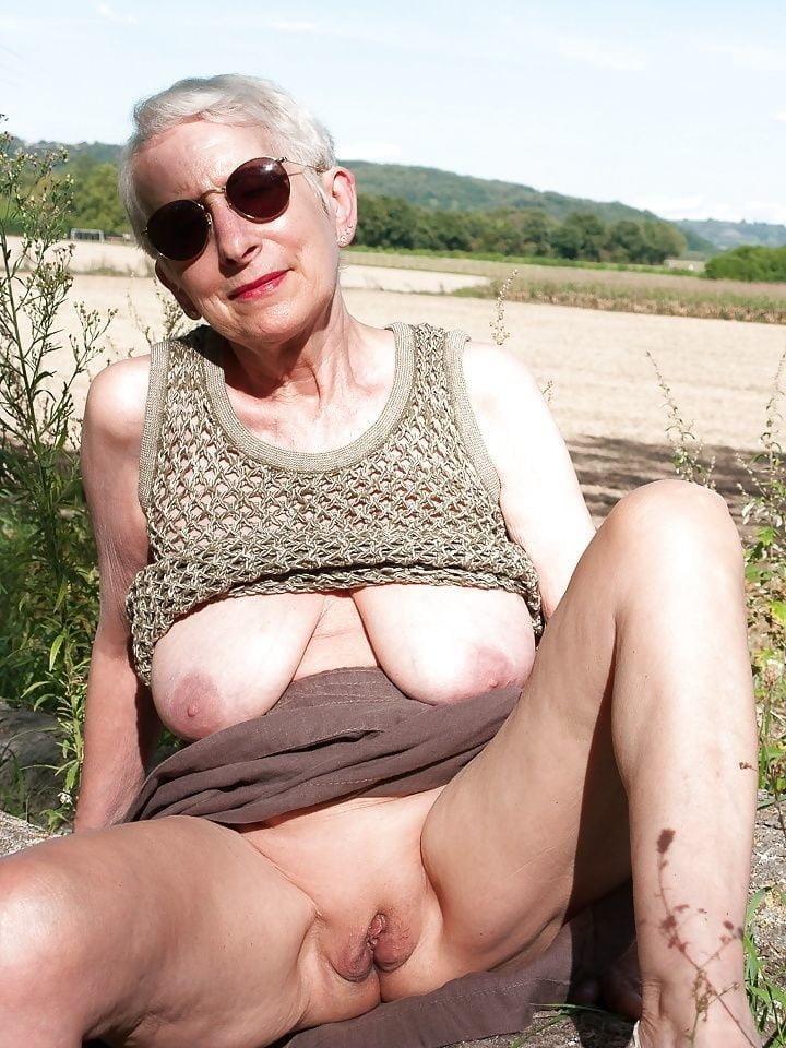 Body painting nudists
