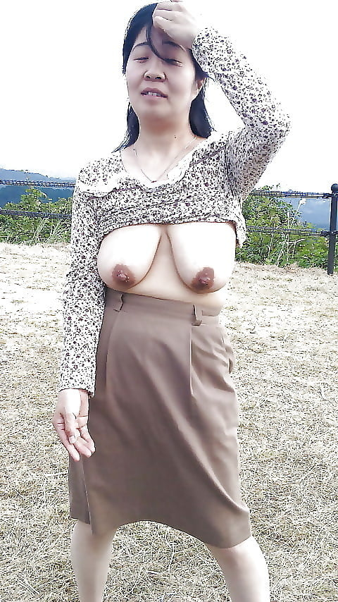 japanese-saggy-tits-saliva-swallow-vore