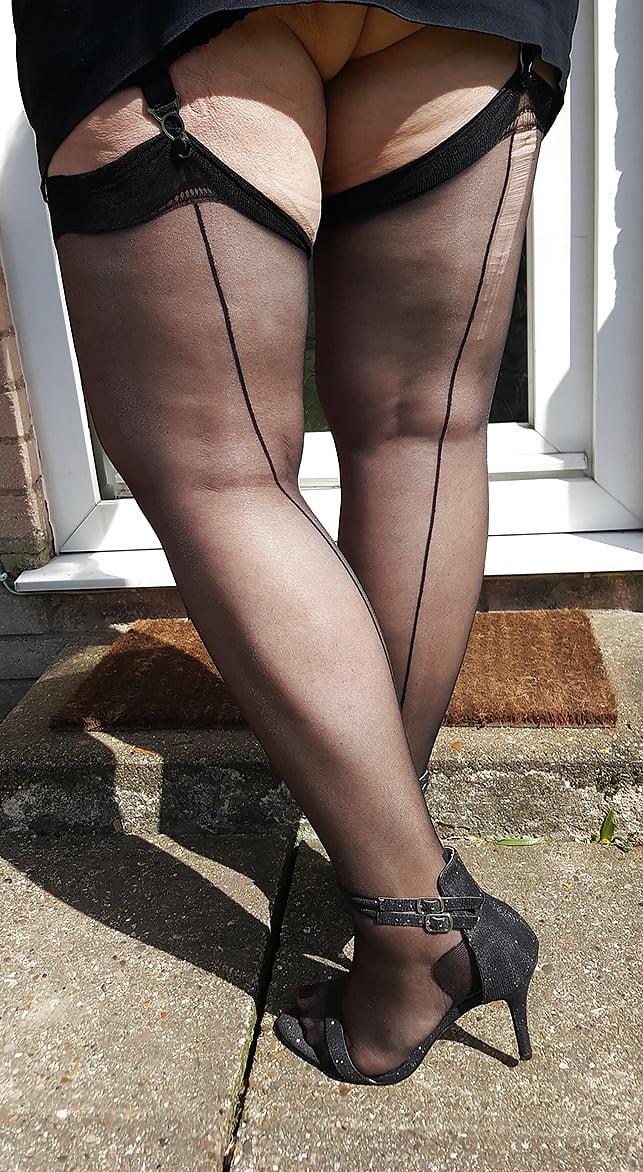 Толстые ноги в чулках видео