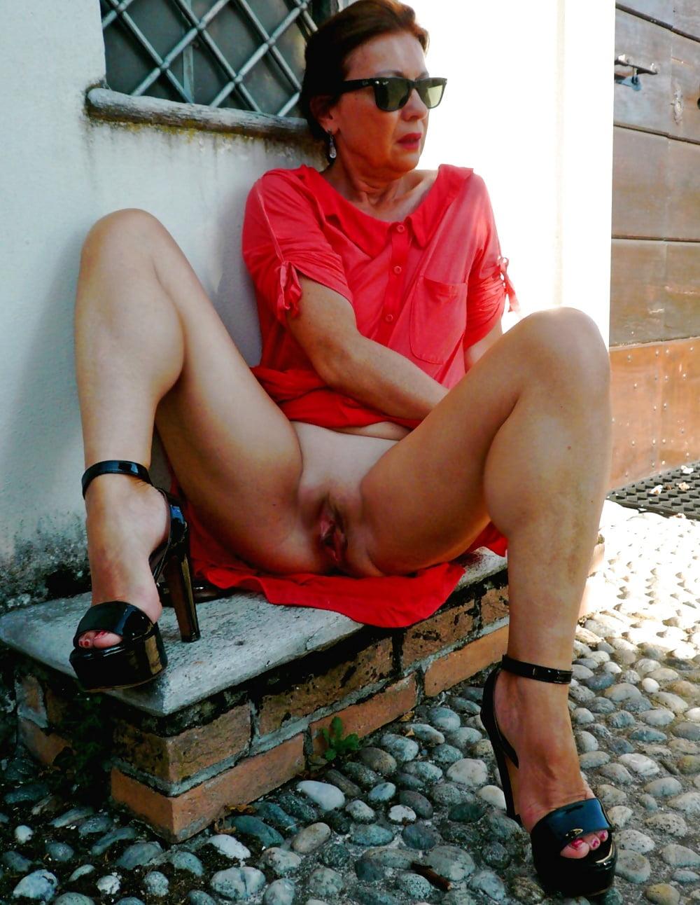 Upskirt Older Women Pics