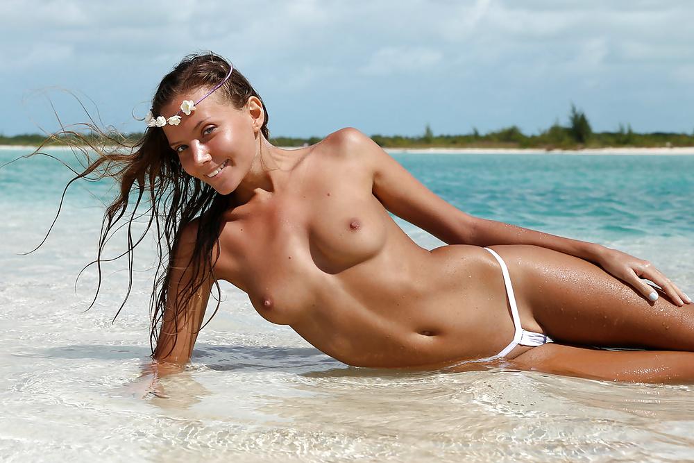 эротика на пляжах видео мамой