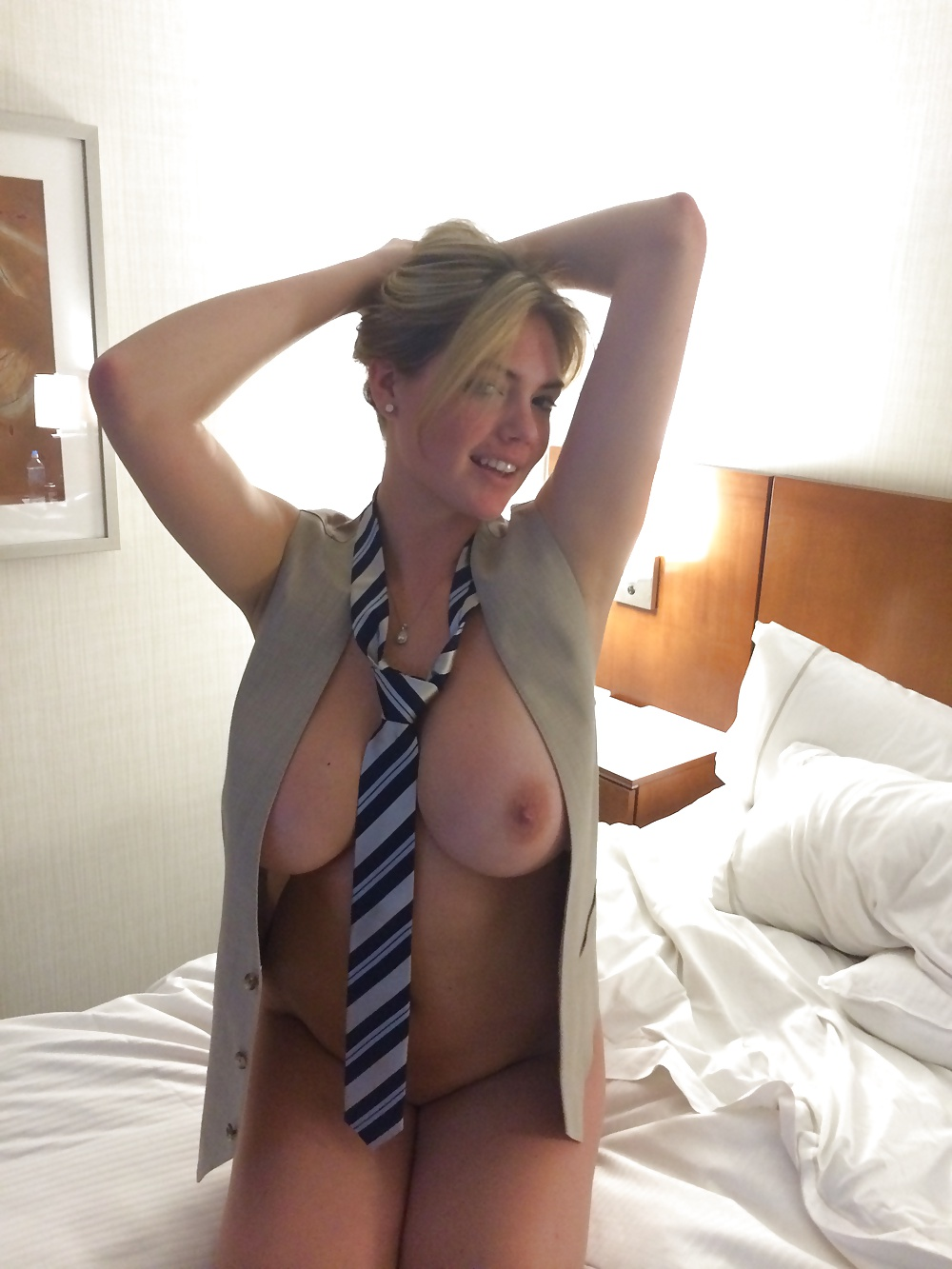 Topless Kate Upton Leaked Nude Video Pics