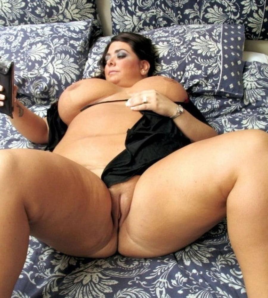 Пухленькие ножки порно, фото обтягивающих трусиками пилоток под юбкой у девушек