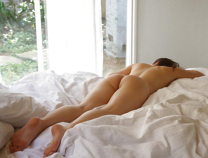 Nude Versus Prude