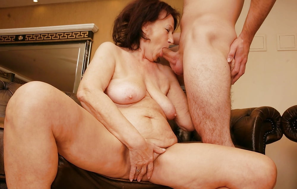 Mature women xxx loves to fuck