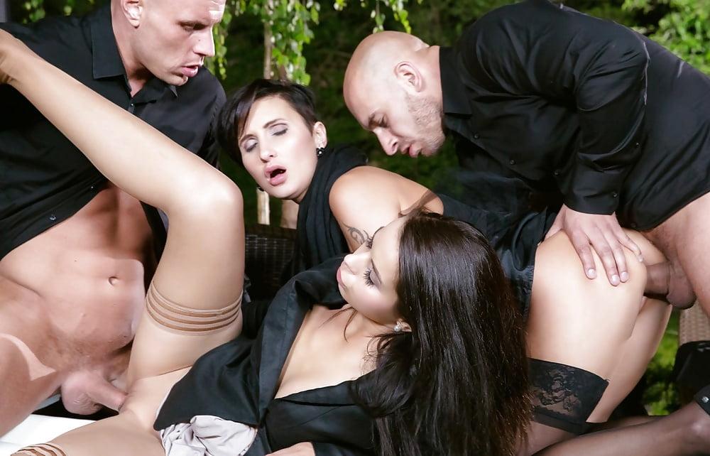 Порно прям на похоронах