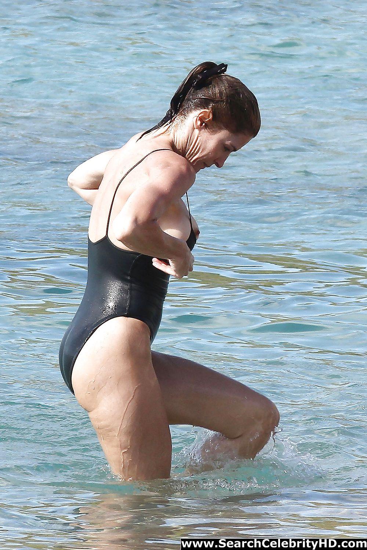 stephanie-seymour-boob-pics