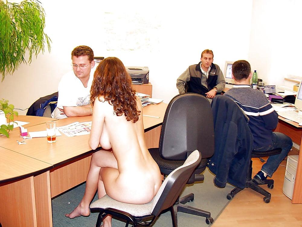 две амбициозные голые девушки на работу каун, который