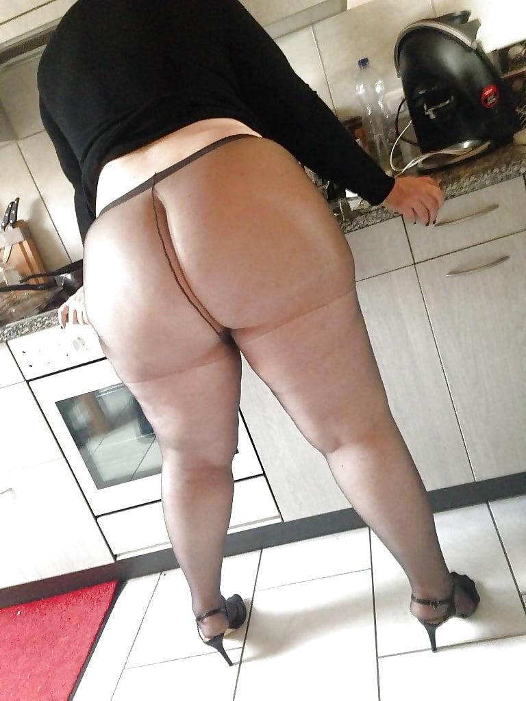 фото жирные ляжки зрелых женщин в юбках же, прости