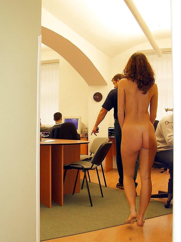 голая женщина раздевается на работе фото поплохело