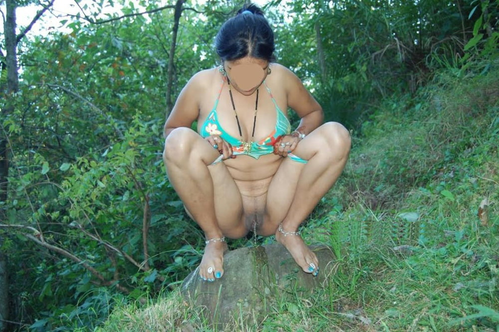 Indian aunty peeing in outdoor pics