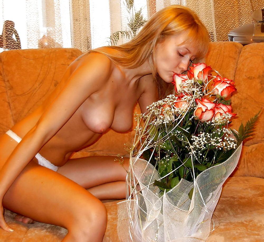 Подборка эротических фоток из домашних альбомов русских красоток, жена отдалась троим при мне