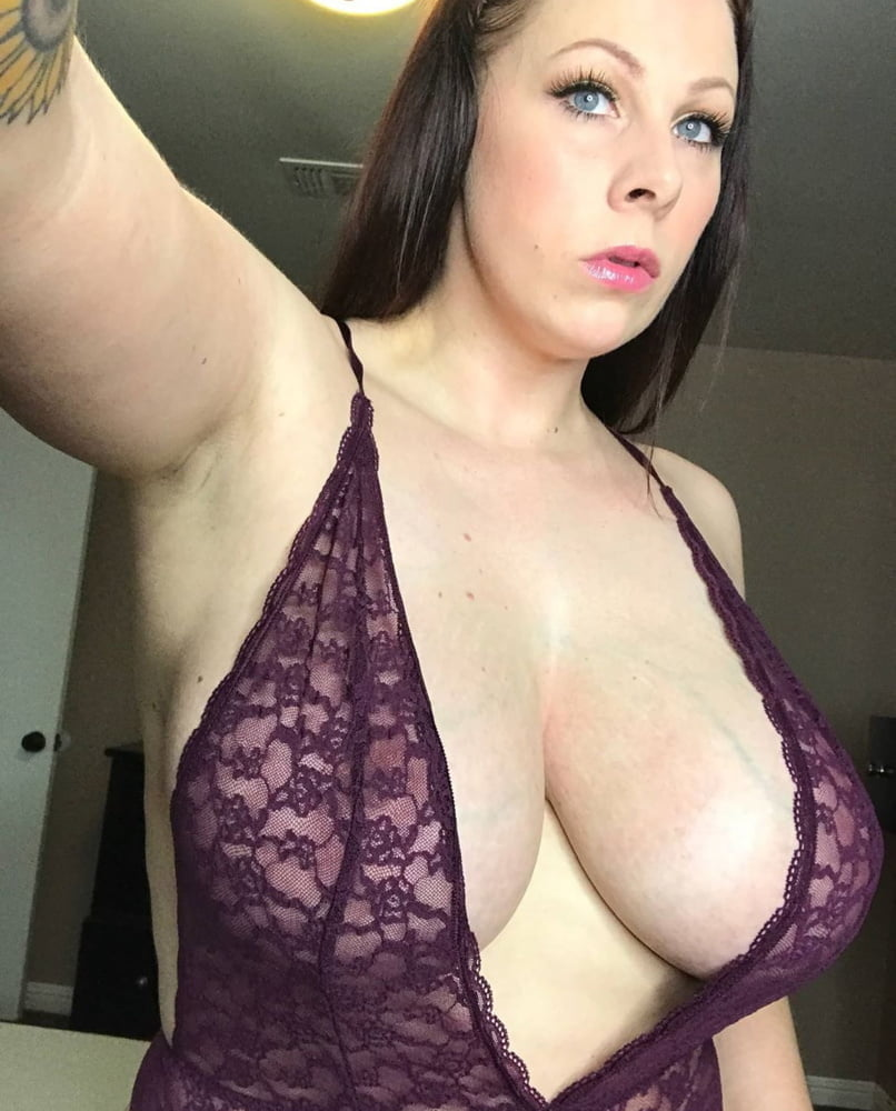 Milfs - Big Tits 46 - 49 Pics