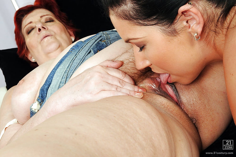 Old and young lesbian pussy licking