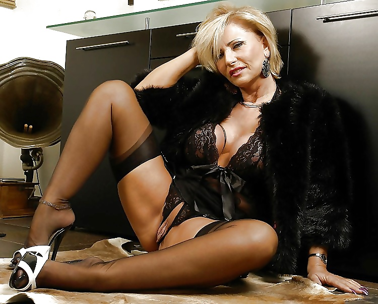 mature-sexy-outfit