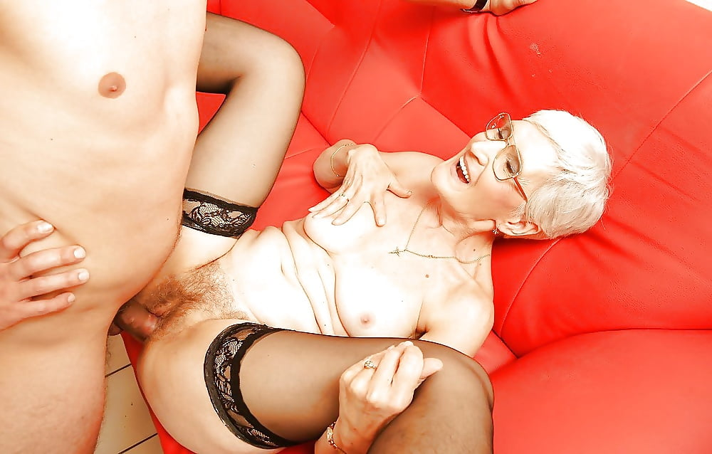 Older lady having sex — pic 9