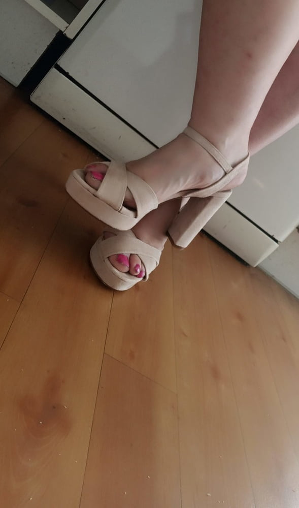 Feet- 12 Pics