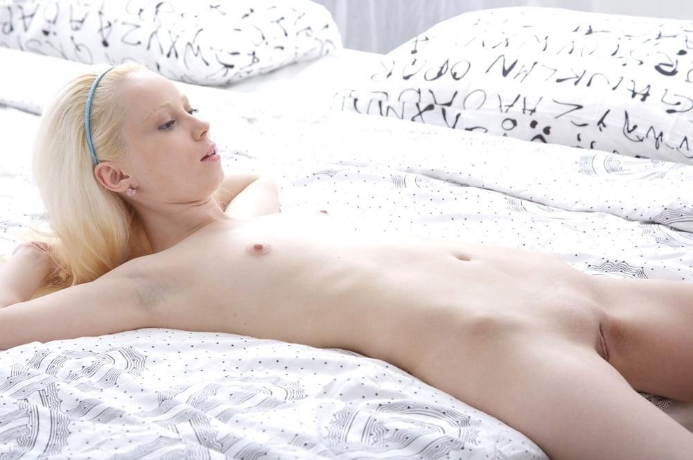 albino-chicks-nude