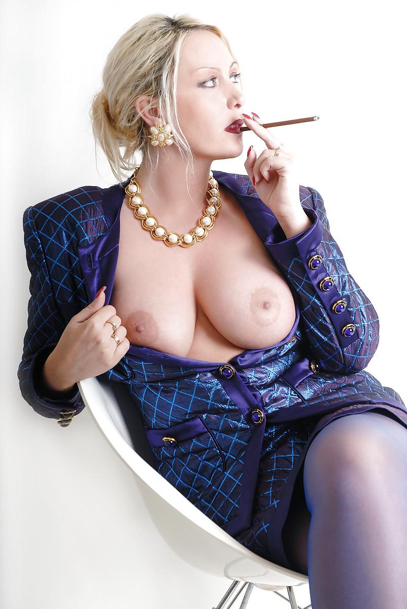 Girl nude smoker mom