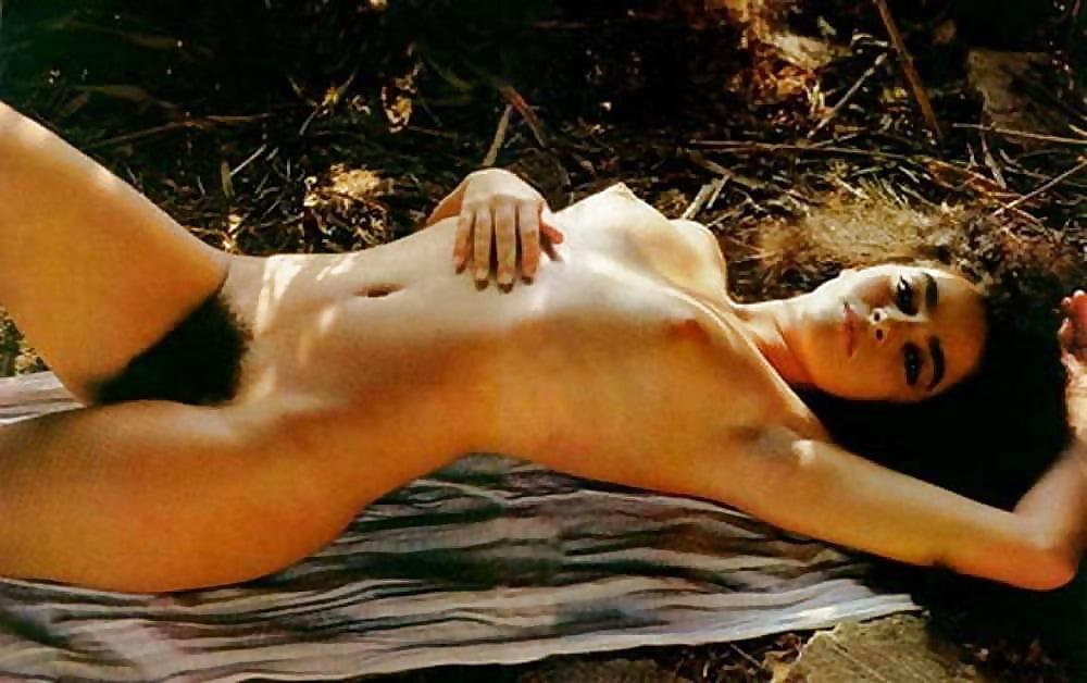 Elsa benitez sunbathing fully nude paparazzi pics