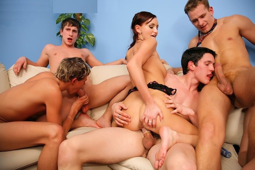 Real amateur bisexual orgy