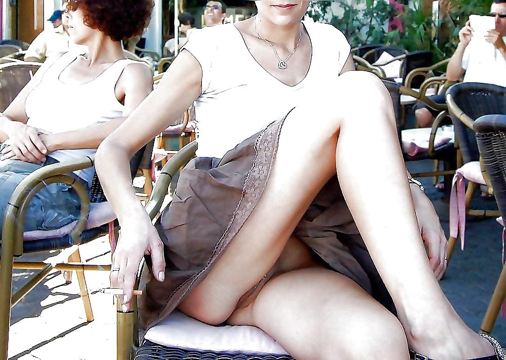 случайные фото пизды под юбками этих фото