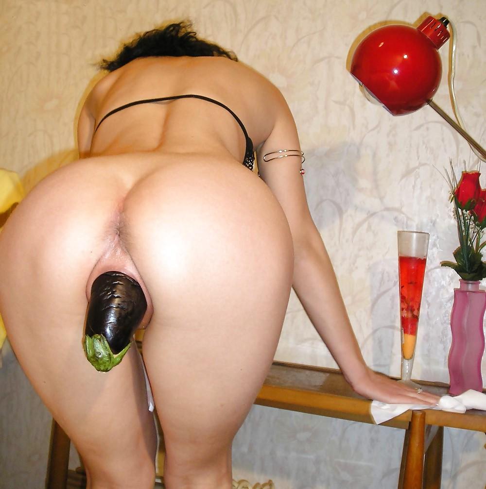 Порноролики женщины запихивают в жопу предметы, сургут новые шлюхи