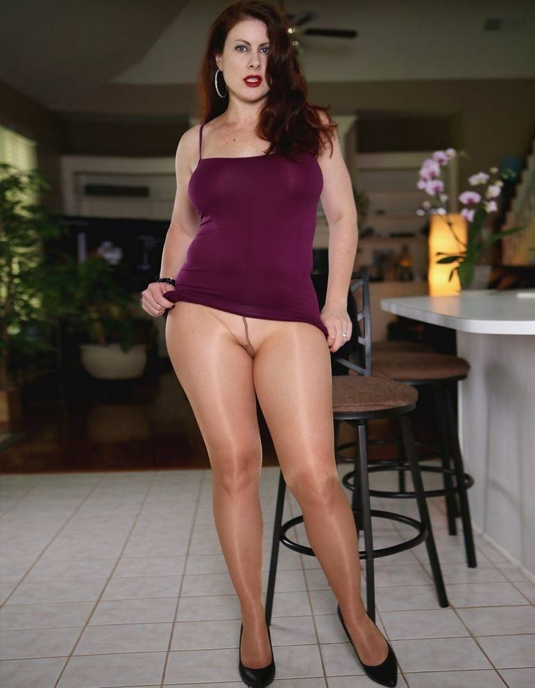 Elise erotic pantyhose pic