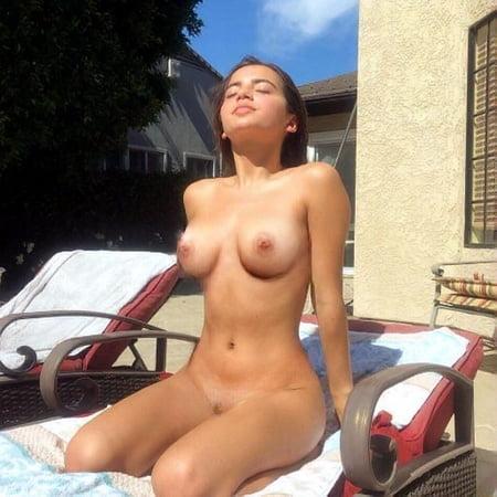 Moner nackt isabela Isabela Moner