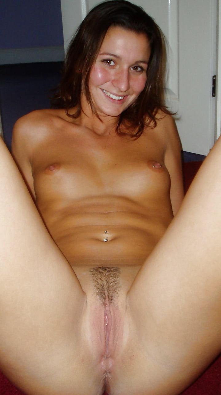 amatuer-brunette-spreading-pussy