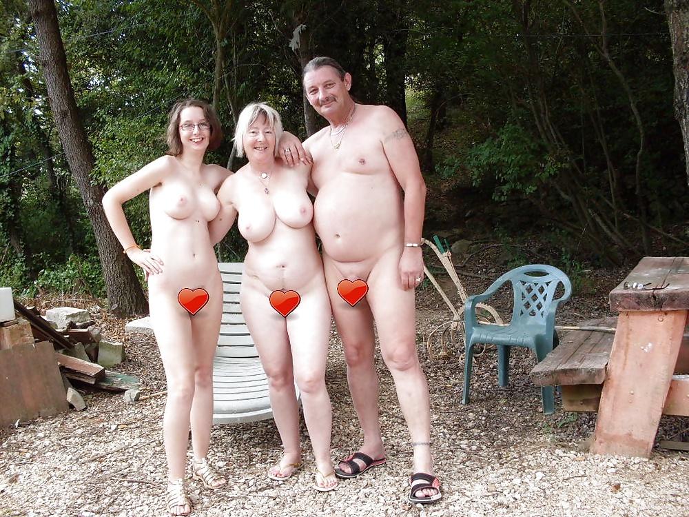 Фото голые семьи в саду, порно заставил лизать унитаз