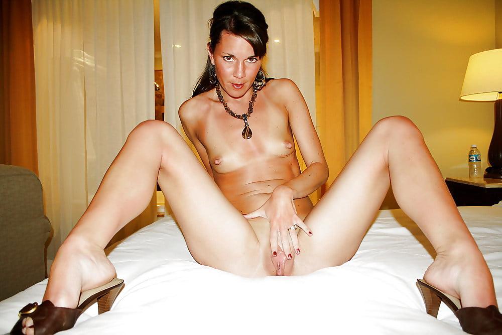 Brunette moms porn pics