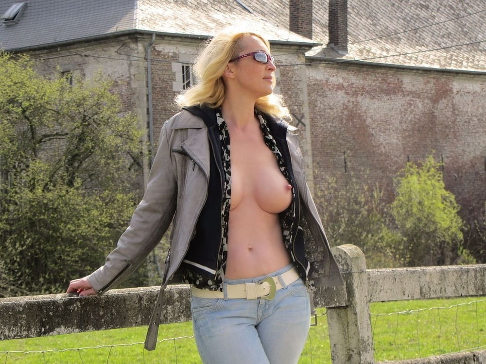 Topless milf in jeans