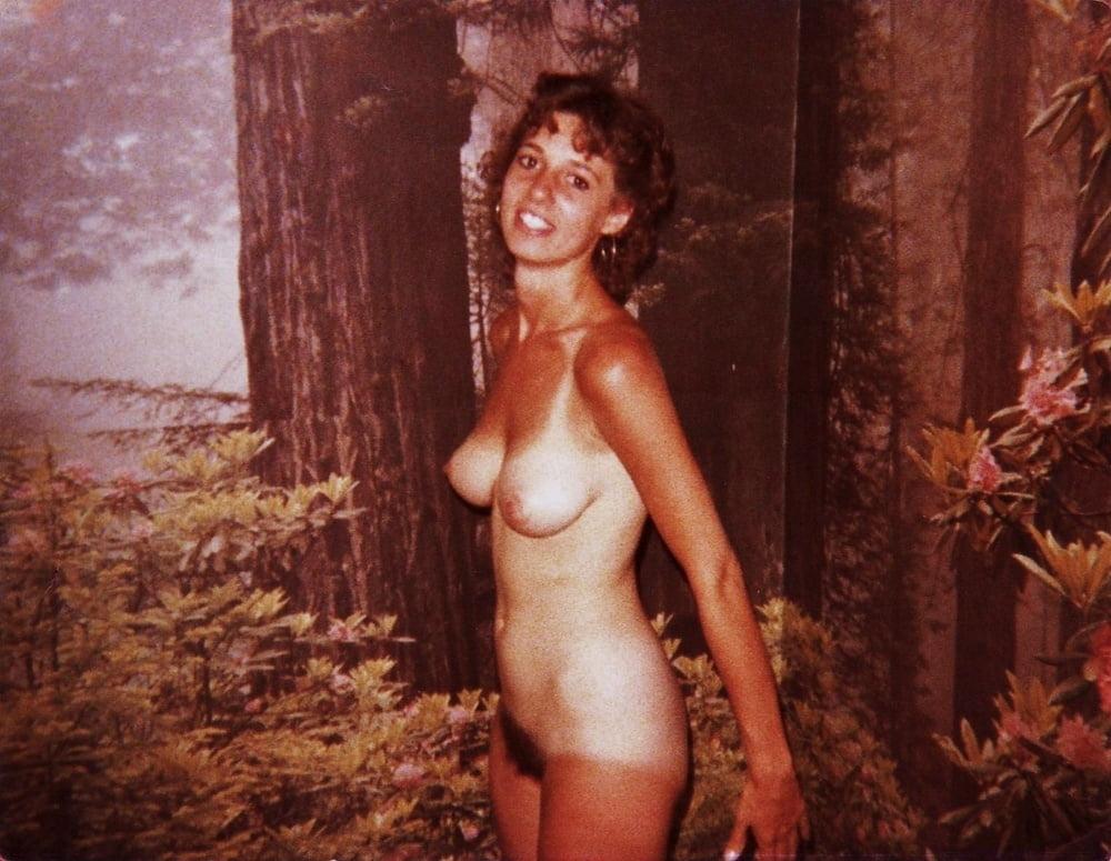 amateur-elaine-joyce-nude