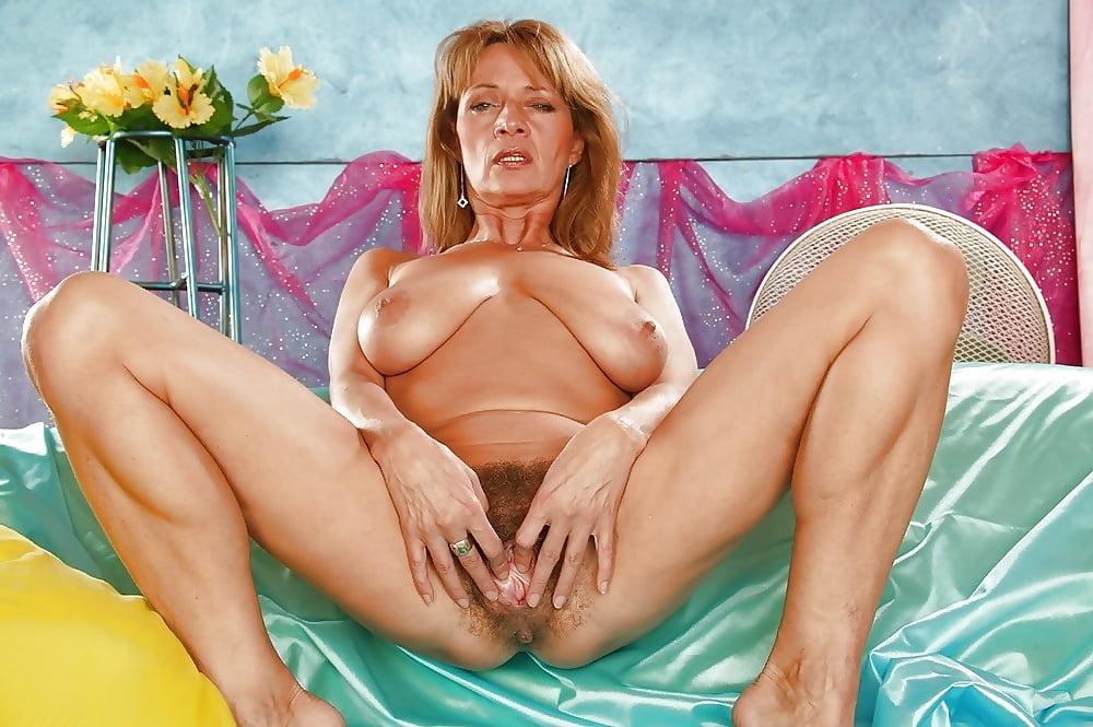 Granny pussy porno pics
