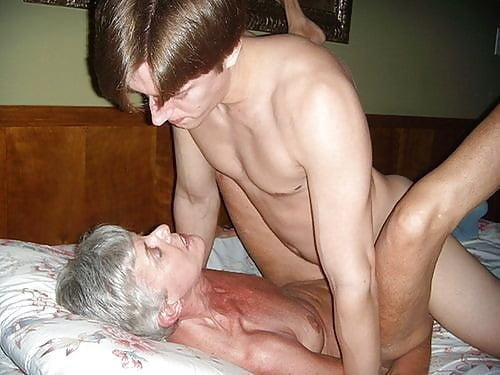 amateur mom sucking dick there