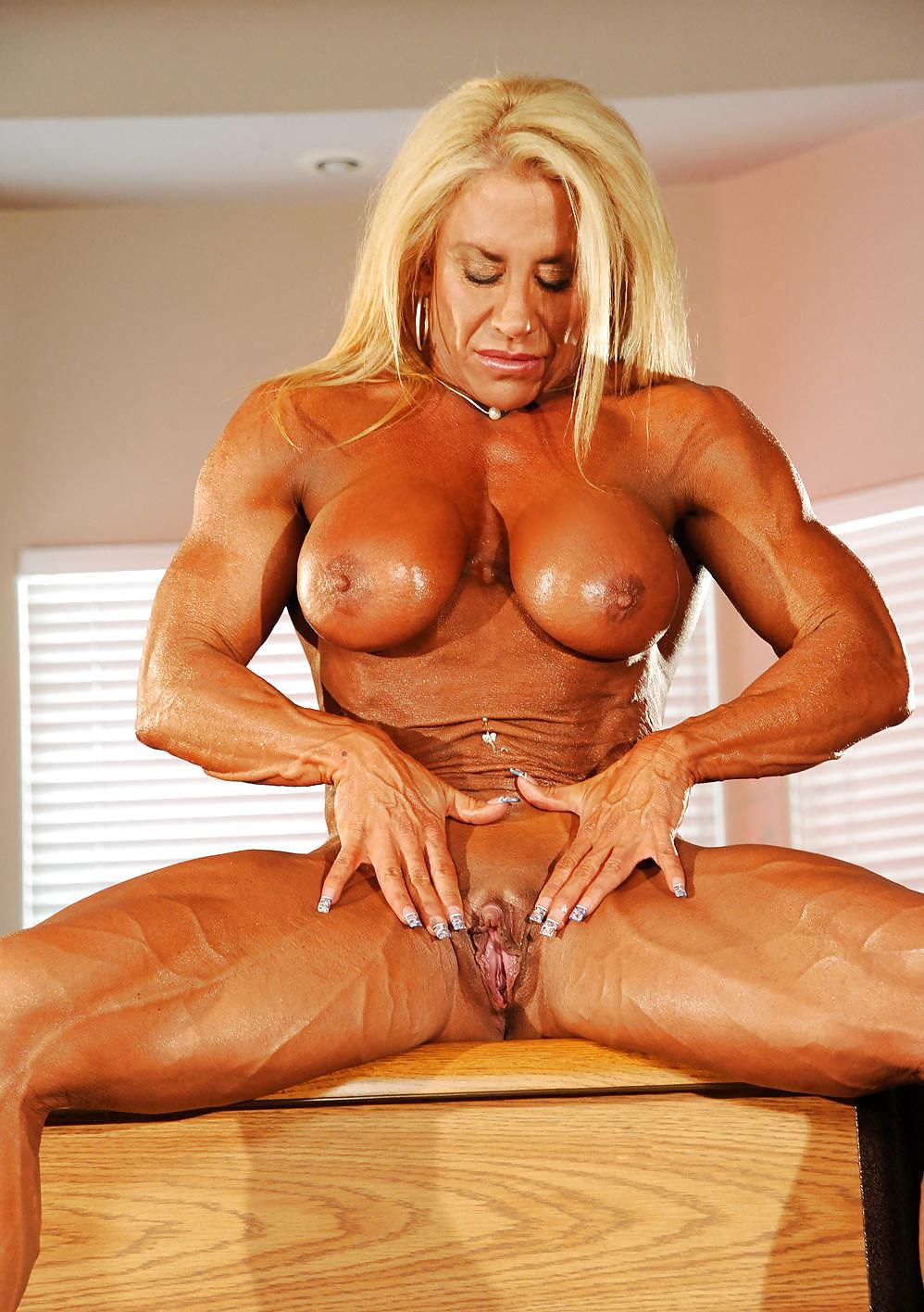 Female Bodybuilder Porn Star Masturbates Her Huge Clit