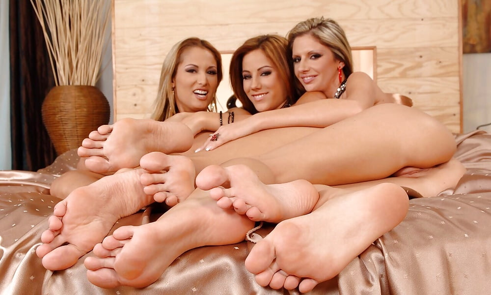 Teen foot club girls boobs