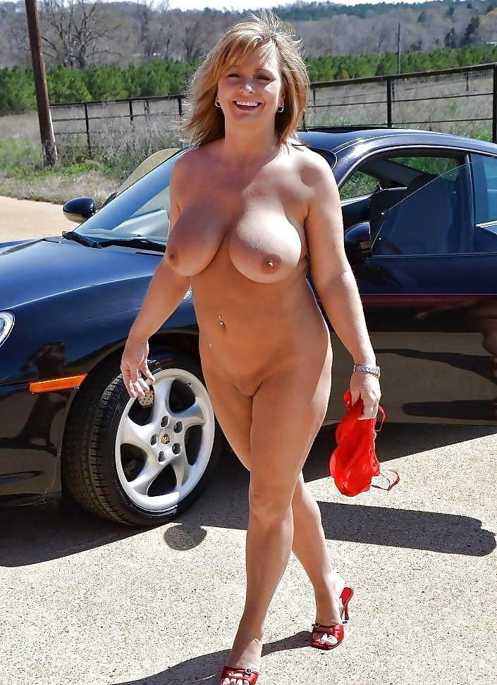 Hot mom in public naked, cum sa folosesti dildo