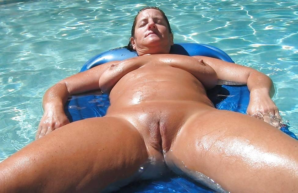 Swim girl sexy in nude