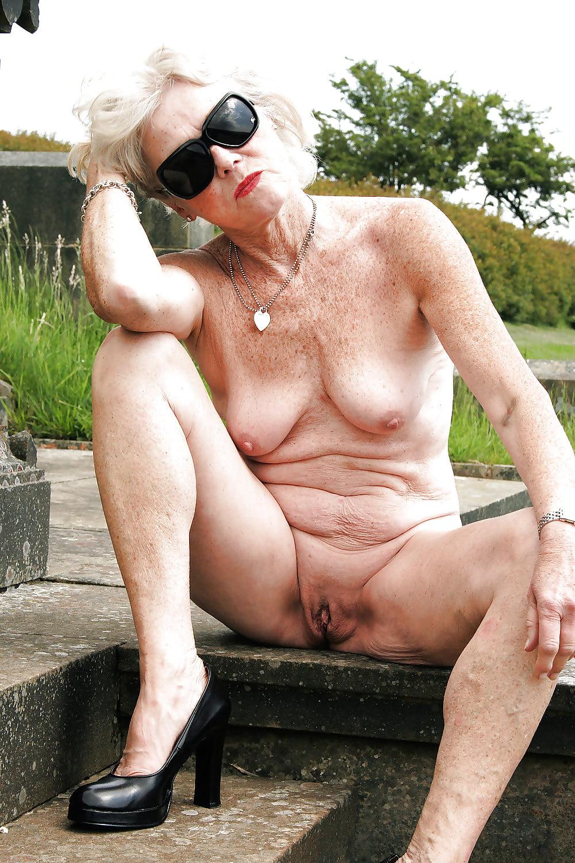 Granny nackt pics