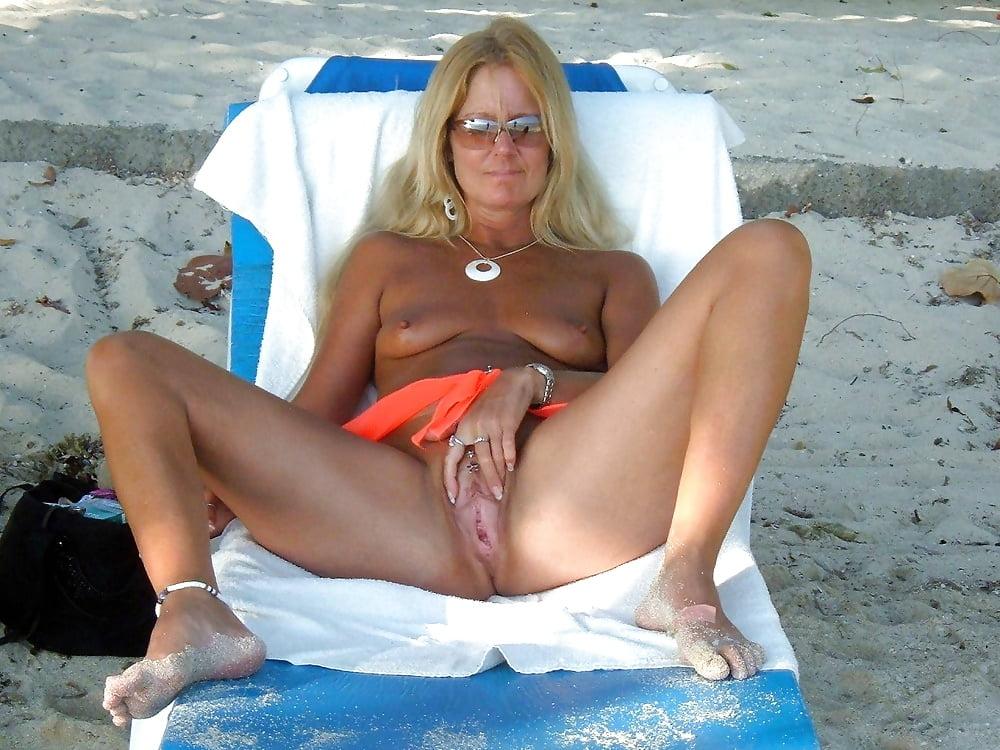 зрелая пизда на пляже - 1